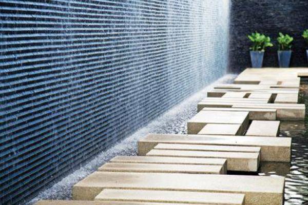 Tường nước chảy