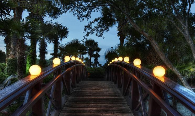 Sử dụng cầu đi cho sân vườn cho biệt thự và nhà ở